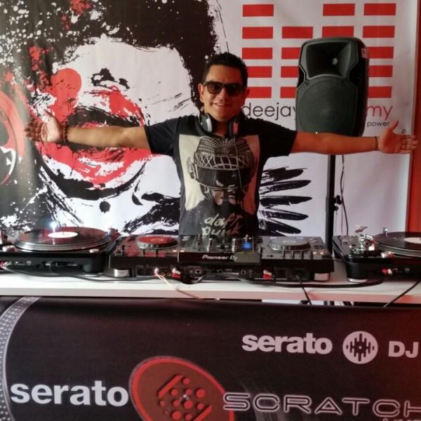DJ-Juli-Vargas-DJ-Instructor